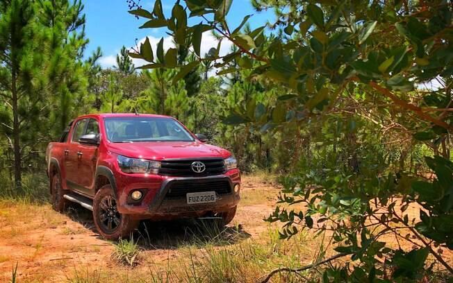 Toyota Hilux Challenge: versão especial com apelo aventureiro e motor turbodiesel de  177 cavalos de potência