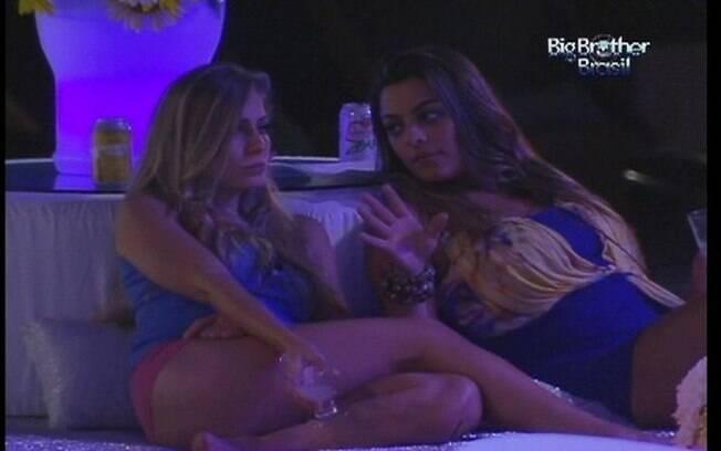 Monique conta a Renata sobre a conversa que teve com Ronaldo