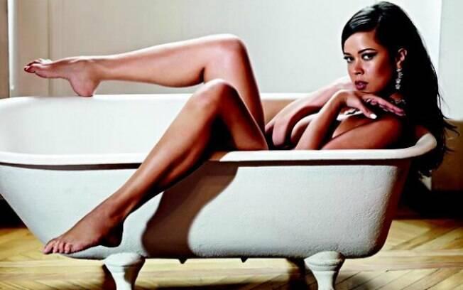 Em novembro, Meyrielle Abrantes, ex-mulher do senador Jarbas Vasconcellos, ganhou duas opções de capa na Playboy