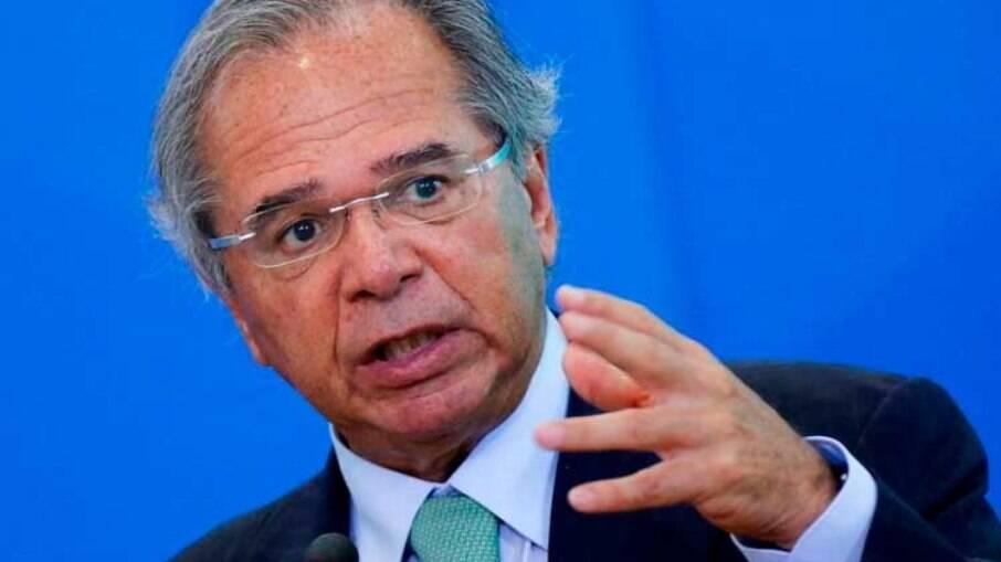 Guedes afirmou que não seria possível reajustar salários de servidores neste momento