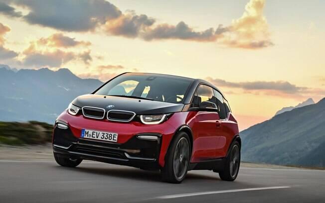 BMW i3 renovado deve começar a chegar ao Brasil já no mês que vem, de acordo com a previsão da fabricante