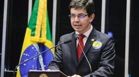 Alvo de Bolsonaro, Randolfe xinga Bolsonaro: