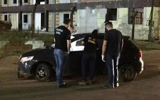 Carro foi fuzilado em avenida movimentada da cidade