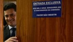 Moro é ovacionado em show do Capital Inicial em Curitiba