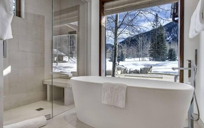 A segunda opção é a mais cara da lista e oferece um banheiro de luxo com uma vista impressionante