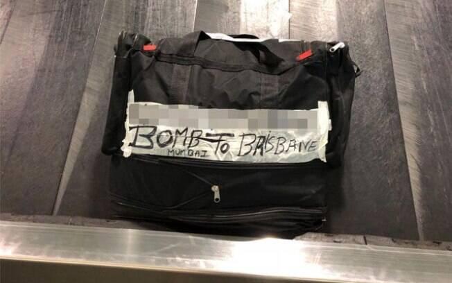 """Uma bolsa pequena foi encontrada com a mensagem """"bomba para Brisbane"""" abaixo do nome do dono da bagagem"""