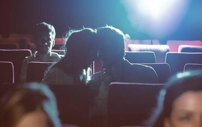 Assim como em outros lugares, você e seu (sua) parceiro (a) estarão dividindo o espaço do cinema com outras pessoas