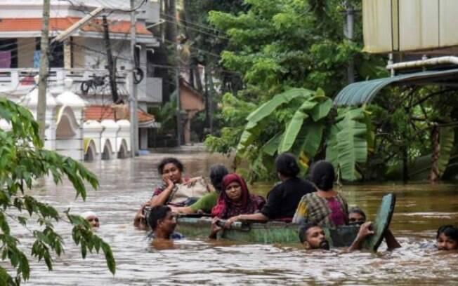 Cerca de 220 mil pessoas estão desabrigadas por causa das piores chuvas na Índia dos últimos 80 anos