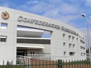 Vista externa do Centro de Convenções e Museu da Conmebol