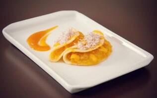 Minicrepe de laranja com caramelo de maracujá