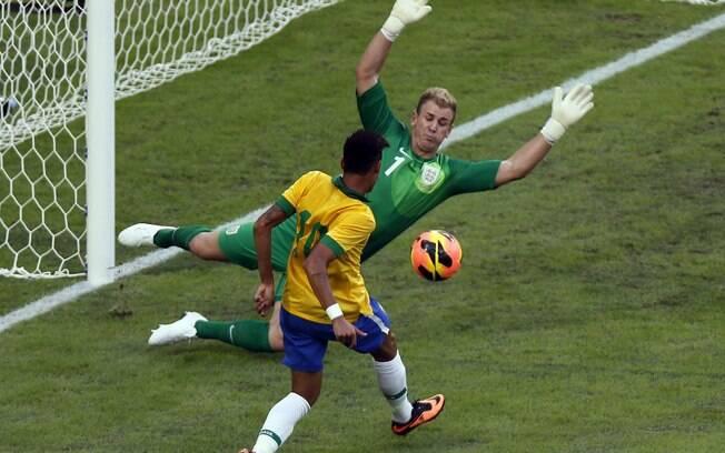 Hart evita o gol de Neymar no Maracanã