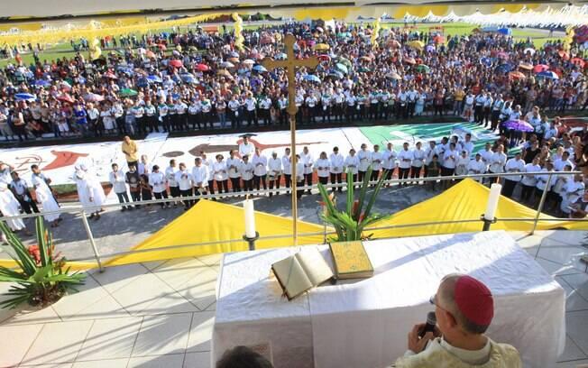 Missa celebrada pelo Bispo Dom Carlos em Capanema (PA). A cidade espera receber 35 mil pessoas para a tradicional procissão. Foto: Igor Mota/Futura Press