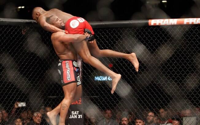 Momentos da luta entre Jon Jones e Daniel Cormier no UFC 182. Foto: Steve Marcus/Getty Images