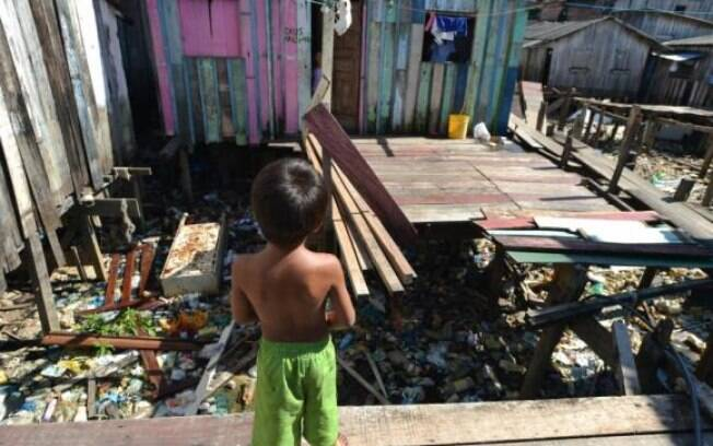 No Brasil, de acordo com o organismo regional, a pobreza caiu de 18,6% da população, em 2012, para 18%, em 2013. Já a extrema pobreza aumentou: de 5,4% para 5,9%, de acordo com o Cepal