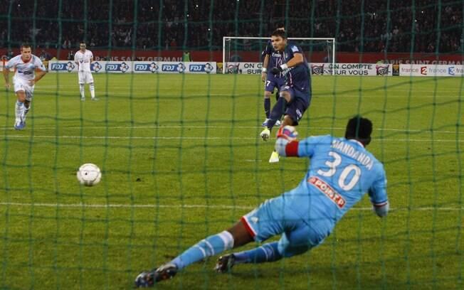 Thiago Silva marca de pênalti para o PSG