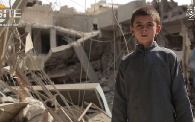 Estado Islâmico usou um menino norte-americano de 10 anos para enviar uma mensagem de guerra a Trump