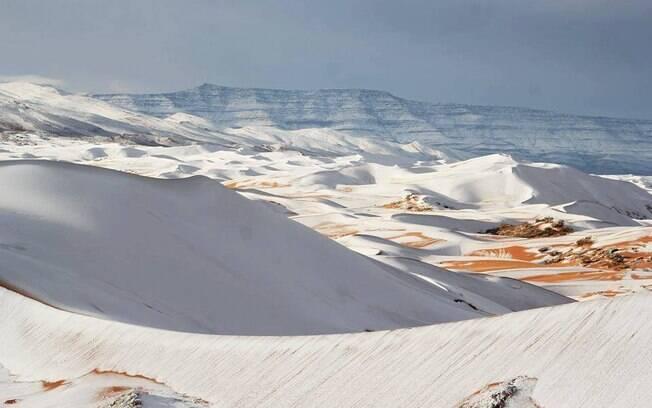 Essa é a terceira vez em 40 anos que neva na região do deserto do Saara; imagens viralizaram na web