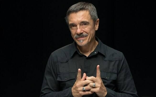 Charles Gavin, o ex-titã, está no comando da apresentação da nova temporada de