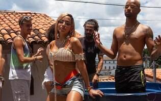 """Assista """"Bola, Rebola"""", de Anitta, Tropkillaz, J Balvin e MC Zaac"""