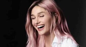 Sasha Meneghel mostra cabelo pintado de rosa:
