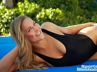 """De biquíni, Ronda disse que """"ficou mais pesada"""" para ensaio da prestigiada Sports Illustrated"""