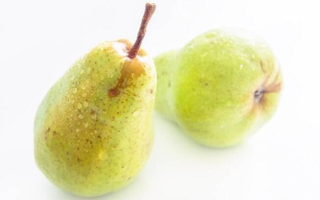 Pera tem baixa caloria, é fonte de fibra e cabe muito bem nas dietas de emagrecimento