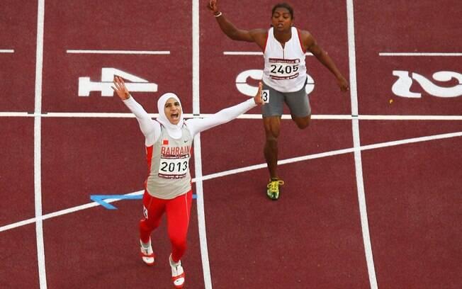 dca6e53da Ruqaya Al Ghasara foi a primeira atleta a vencer usando uma espécie de  burca