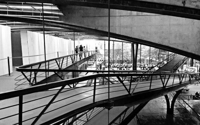 Centro Cultura São Paulo com suas rampas e generosidade na ocupação dos espaços