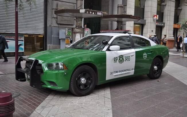 Dodge Charger Interceptor usado pela polícia tem motor V8 de 370 cavalos e portas dianteiras blindadas