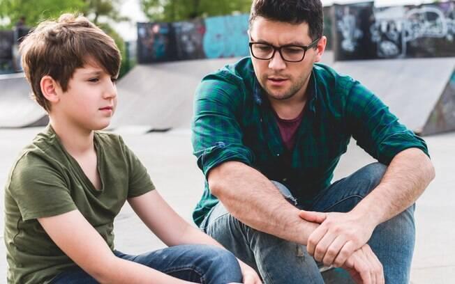 A profissional alerta: é possível ser um pai que é um bom amigo, mas sem perder de vista que, acima de tudo, você é pai