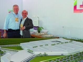 União. O presidente do Fashion City Brasil, Gilson Amaral Brito, e o idealizador do projeto, Omar Hamdam, em negócios no Minas Trend