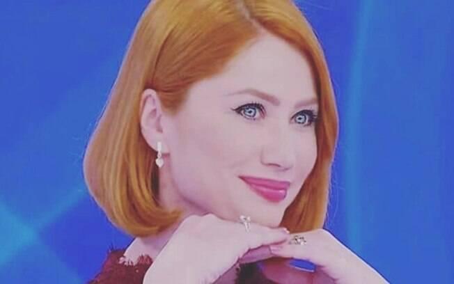 Gabriela Petry comemora bom momento na TV como a professora Sophie em