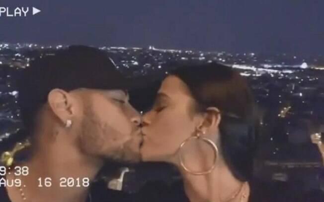 Bruna Marquezine postou declaração de amor para Neymar em francês durante o passeio dos dois a Paris