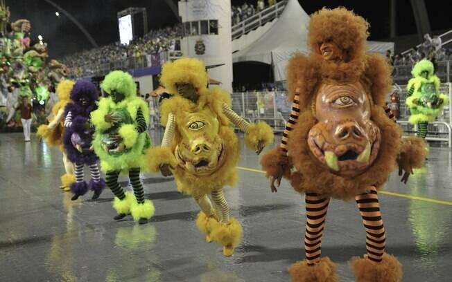 Monstros na comissão de frente da Acadêmicos do Tucuruvi, que falou sobre o universo infantil - primeira noite de desfiles em São Paulo. Foto: Divulgação/SPTuris