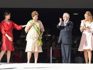 Brazil's President Dilma Rousseff (2-L) takes part in a ceremony for her second term inauguration next to her daughter Paula (L), her Vice-President Michel Temer (2-R) and his wife Marcela in Brasilia, on January 1, 2015. The 67-year-old left-wing former urban guerrilla begins her second term Thursday, aiming to get economic growth back on track, and to rebuild government credibility after a major kickbacks scandal. Rousseff, the 200 million-strong South American giant's first female leader, will first be driven in a Rolls Royce down the Ministries Esplanade to Congress, where she will take the oath before heading to the presidential palace to make a national address. AFP PHOTO/EVARISTO SA