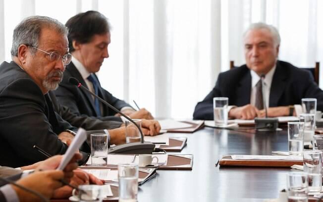 Ministro Raul Jungmann em reunião com o presidente Michel Temer e conselhos da República e da Defesa Nacional