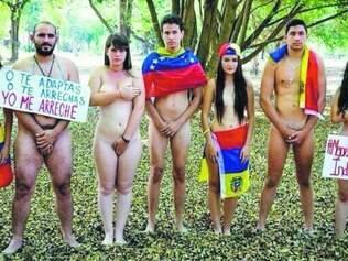 Atitude. Em meio a protestos contra o governo e contra a situação econômica do país, venezuelanos fazem manifestação pela paz
