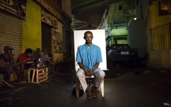 Jorge, de 35 anos, no local onde consome a droga diariamente