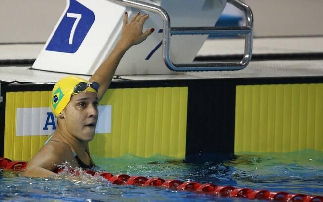 Joanna Maranhão observa o placar na chegada do 4x100m medley: bronze. Foto: Satiro Sodre/SSPress