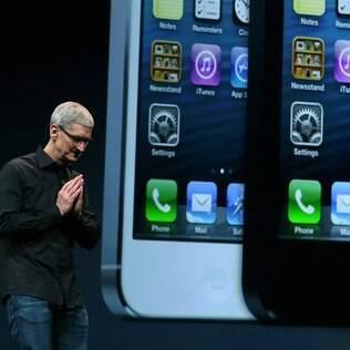 Tim Cook durante o lançamento do iPhone 5
