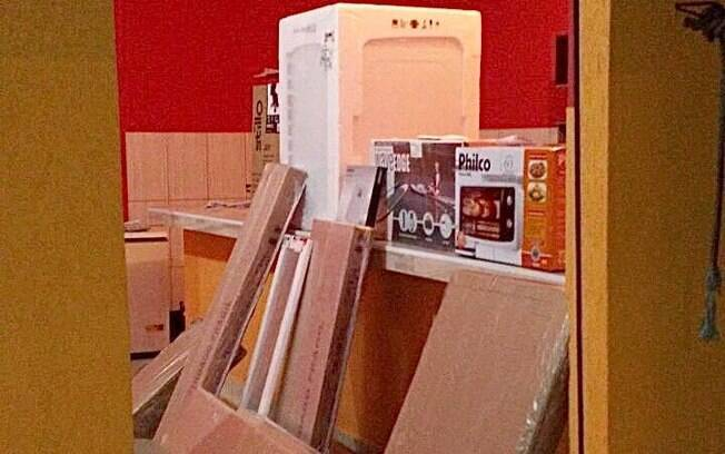 Operação Hortolândia - Parte da carga roubada, incluindo geladeira, micro-ondas e móveis.
