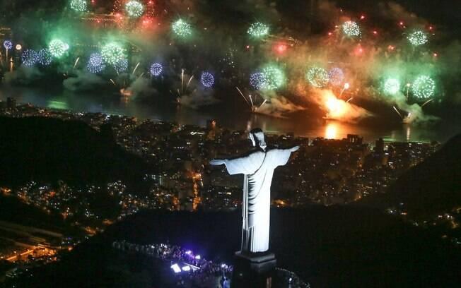 Maioria dos brasileiros deve passar réveillon de branco em 2018, mantendo a tradição