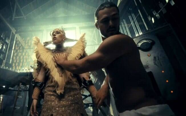 Lady Gaga e Taylor Kinney no clipe