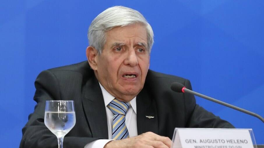 Fala de Augusto Heleno sobre intervenção militar pode fazê-lo depor a deputados