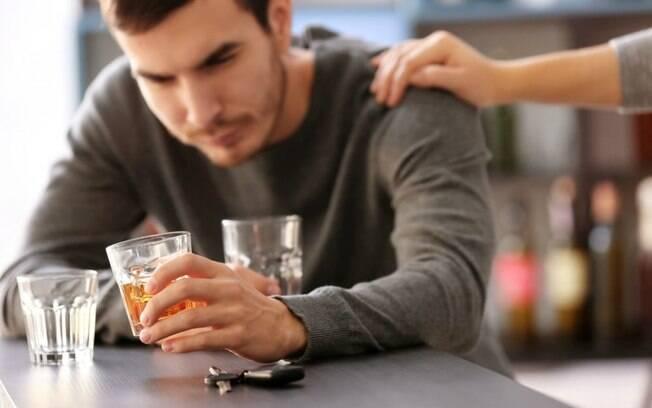 A Lei Seca penaliza o ato de beber e dirigir e traz muitos problemas para o motorista