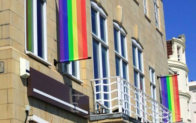 Os estabelecimentos que atendem o público LGBT deve evitar constrangimentos desnecessários