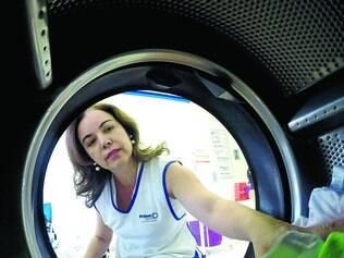 Lavanderia.  Mesmo com reservatório extra e máquinas econômicas, Terezinha teme a escassez