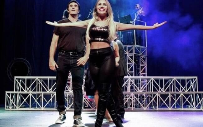 Carla Diaz comemora volta aos palcos. Atriz estreou na última sexta-feira (06) em