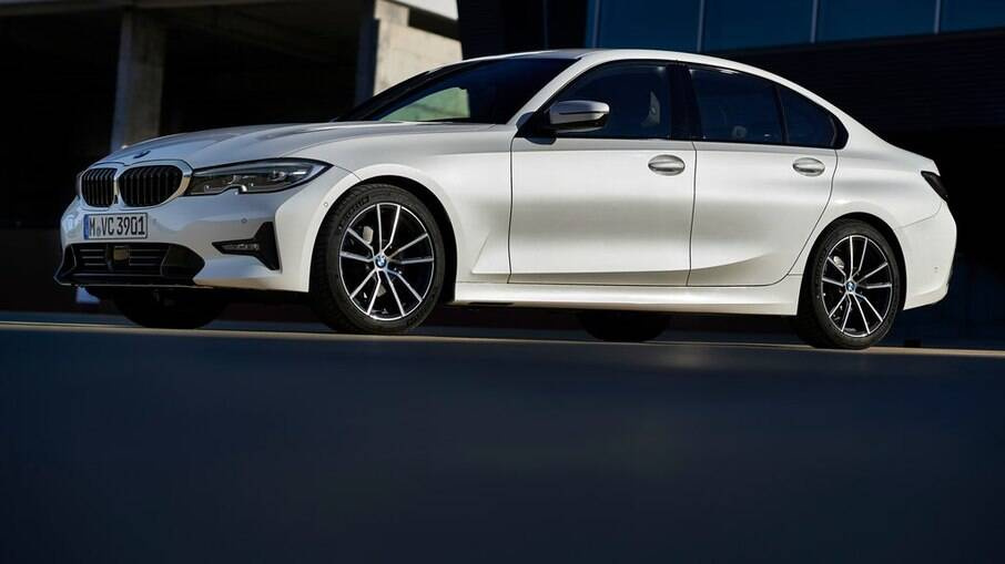 BMW 320i M Sport traz a melhor sensação ao volante da categoria, justificada pela tração traseira