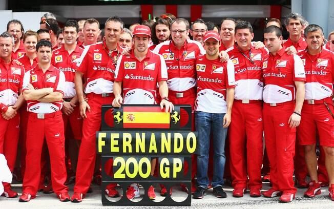 Antes da corrida, Ferrari homenageou Alonso,  que completou 200 provas na Fórmula 1